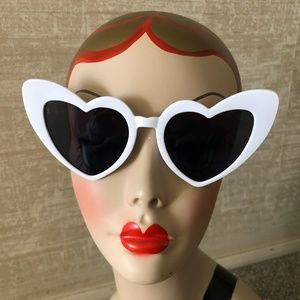 White Oversized Heart sunglasses pinup trend